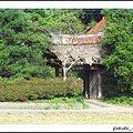 Photos: 里の民家の門
