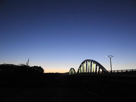 黎明の久澄橋と豊田スタジアム