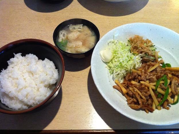 写真: ルイタ食堂 日替わり(チンジャオロース)
