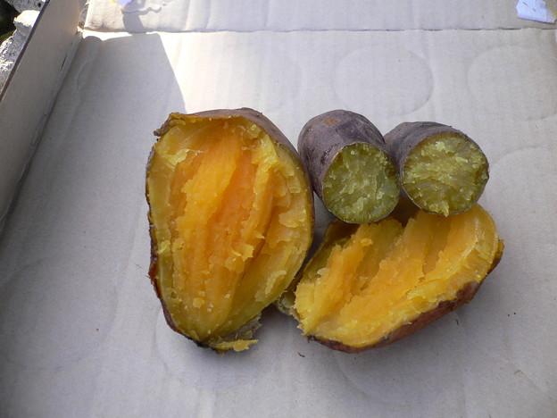 Photos: 自家製石焼き芋の出来上がり