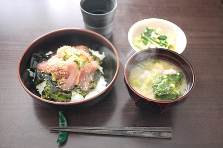 マグロアボカド丼