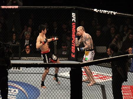 UFC 144 日沖発vsバート・パラゼウスキー (2)