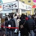 写真: 神戸かすてらに行列