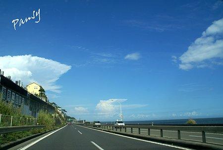 青い空と・・雲と・・路と・・