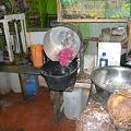 写真: ココナツミルクの作業場