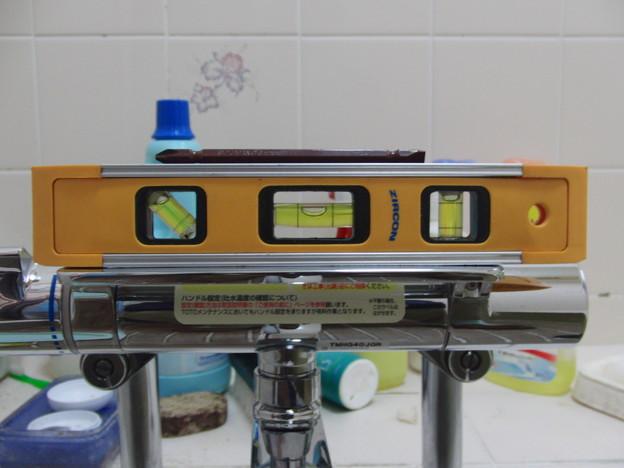 シャワー付き混合栓の交換03(水平だし