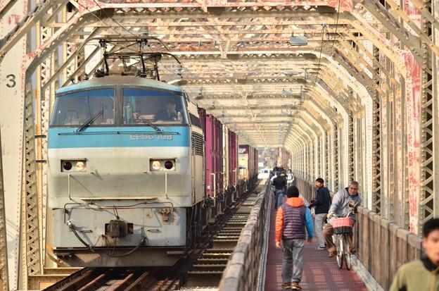 赤川橋梁を渡る貨物列車!