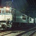 Photos: 真夜中の石打で発車を待つ高速貨物
