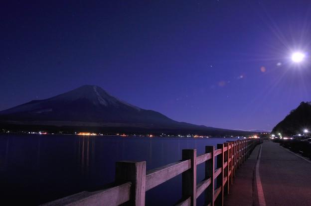 Photos: まだ夜の明けない月明かりの富士山