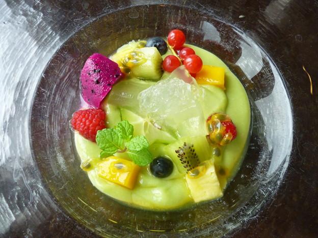ツバメの巣のコラーゲン入り甘いアボカドスープ アロエと香港フルーツと共に